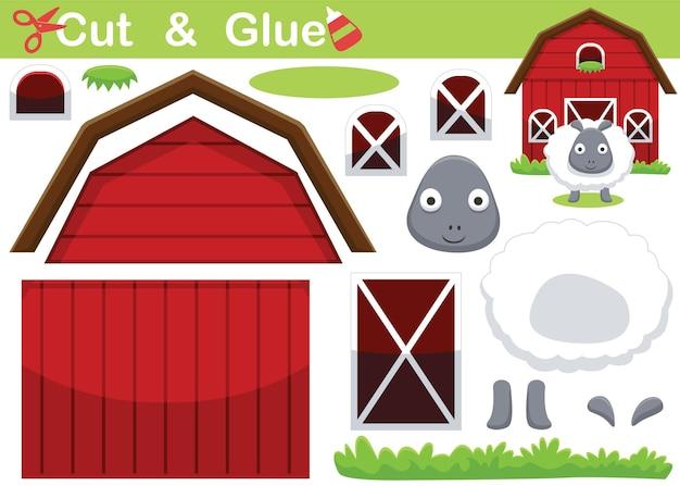 Cartone animato di pecore divertenti davanti al fienile. gioco di carta educativo per bambini. ritaglio e incollaggio