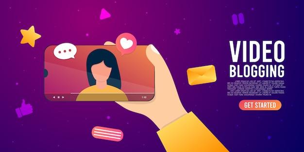 Blogger di internet del fumetto che registra contenuto multimediale blog di video delle riprese di influencer.