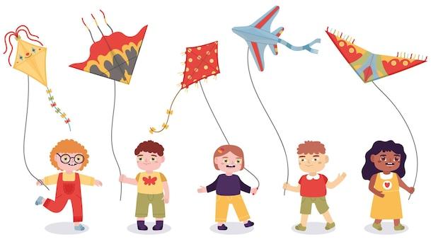 Bambini del fumetto che giocano con i giocattoli di carta degli aquiloni volanti. ragazzi e ragazze estate attività all'aperto illustrazione vettoriale. bambini che volano giochi di aquiloni di carta Vettore Premium