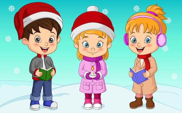 Bambini dei cartoni animati che cantano canti natalizi