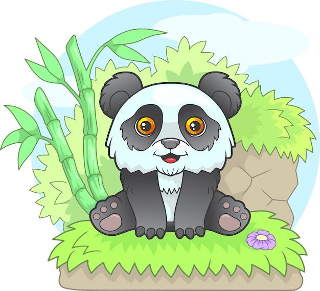Cartone animato piccolo panda carino seduto sull'erba, illustrazione divertente
