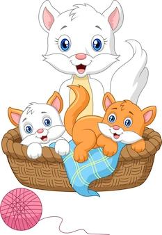 Gatto della madre del fumetto che gioca con il gatto del bambino