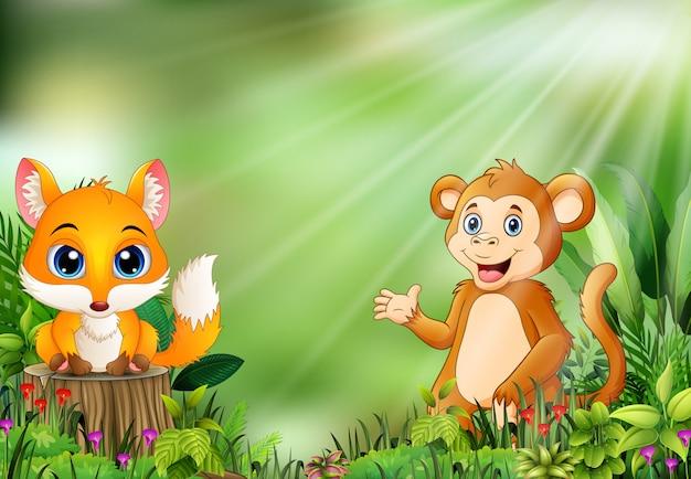 Fumetto della scena della natura con una volpe del bambino che sta sul ceppo e sulla scimmia di albero