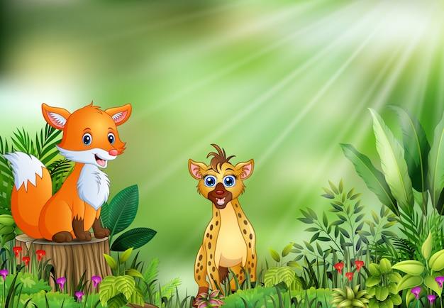 Fumetto della scena della natura con una volpe che si siede sul ceppo e sulla iena di albero