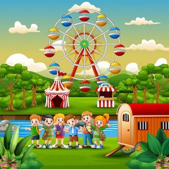 Cartone animato di scolari con sfondo di divertimento