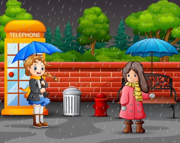 Cartoon due ragazza che trasportano ombrello