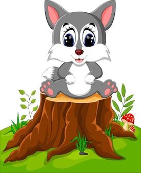 Lupo del fumetto che si siede sul ceppo di albero