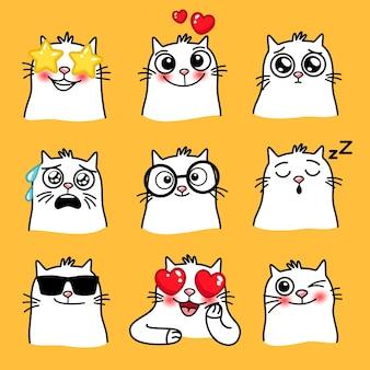 Umore dei gatti. emoji del fumetto di animali domestici in diverse situazioni, emoticon carine creative di animali domestici, illustrazione vettoriale di gatto divertente con grandi occhi isolati su priorità bassa gialla