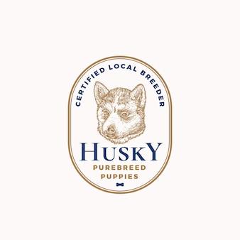Distintivo del telaio dell'allevatore di cani certificato o modello di logo disegnato a mano schizzo del viso del cucciolo di husky con t...