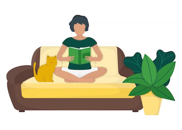 Carattere lo strato di seduta femminile e leggi il libro con il vaso e il gatto di foglia verdi, resto della donna isolato sull'illustrazione blu e piana.