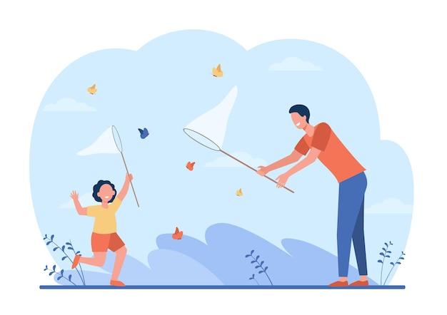 Papà allegro e ragazza che catturano farfalle