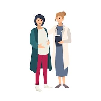 Donna incinta allegra che sta insieme alla dottoressa, al medico o all'ostetrica e parla con lei. gravidanza sana, salute riproduttiva. illustrazione colorata in stile cartone animato piatto
