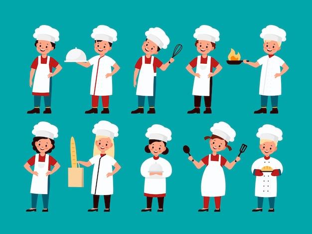 Bambini chef. bambini gourmet felici cucinano cibo delizioso in cucina, divertente pasticcere ragazzo e ragazza nella collezione uniforme dello chef, bambino che cucina caratteri piatti isolati di vettore del fumetto della scuola culinaria