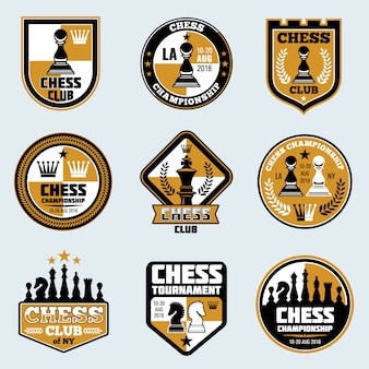 Etichette del club degli scacchi loghi ed emblemi di vettore di strategia aziendale