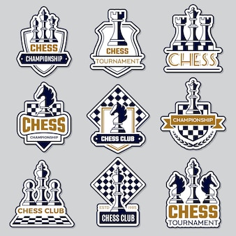 Emblema di scacchi. logo del club sportivo con simboli di scacchi cavaliere pedone torre ufficiale sagome di distintivi di vettore di figure. scacchiera del club del logo, illustrazione della sfida degli hobby