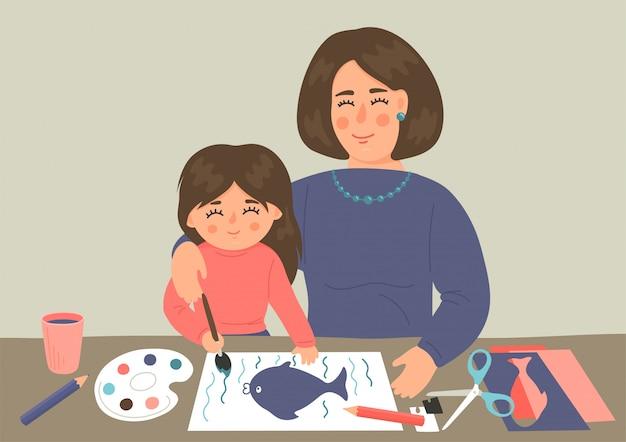 Pittura del bambino e carta da taglio con la madre. la bambina fa i mestieri con l'insegnante. concetto di gioco di sviluppo della creatività e dell'immaginazione dei bambini.