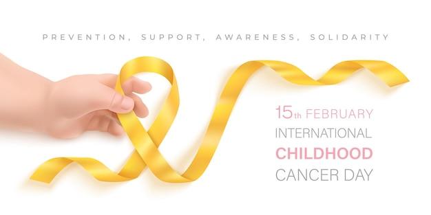 Giornata internazionale del cancro infantile febbraio. mano del bambino che tiene un nastro dorato.