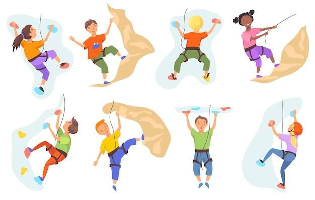 Bambini che scalano il set da parete di montagna
