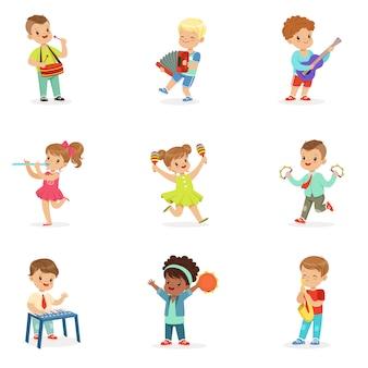 Bambini che si divertono all'aperto indossando abiti colorati. illustrazioni colorate dettagliate del fumetto su priorità bassa bianca