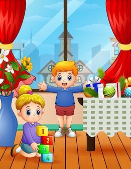 Bambini che giocano in casa il giorno di natale