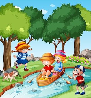 I bambini remano sulla barca nella scena del parco del torrente