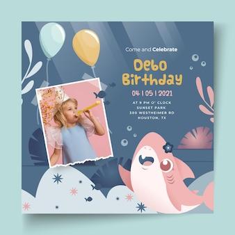 Modello di volantino quadrato di squalo compleanno per bambini