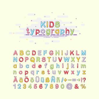 Carattere per bambini in stile mbe, lettere in inglese, tedesco e spagnolo.