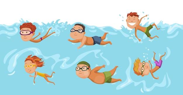 Nuoto per bambini in piscina. allegri e attivi ragazzini e ragazze che nuotano in piscina.