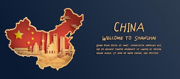 Bandiera della cina e mappa con skyline di shanghai, monumenti di fama mondiale in stile taglio carta