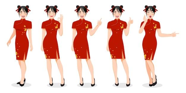 Ragazza cinese in abito mandarino con l'illustrazione cinese del personaggio dei cartoni animati di festival del nuovo anno