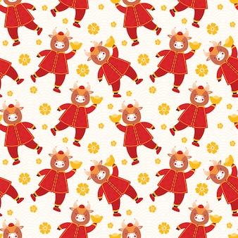 Nuovo anno cinese 2021 bue. toro senza cuciture in vestiti rossi tradizionali con monete e barre d'oro;