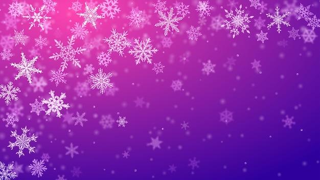 Sfondo natalizio di complessi fiocchi di neve che cadono sfocati e chiari in colori viola con effetto bokeh