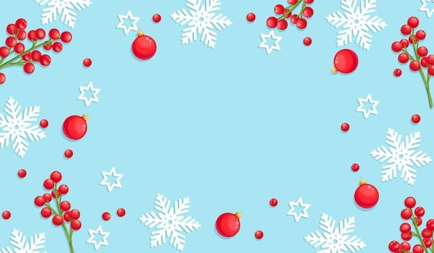 Sfondo di natale blu con fiocchi di neve, palle di natale e bacche di agrifoglio rosso.
