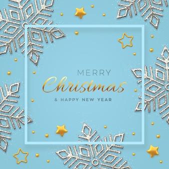 Natale blu con brillanti fiocchi di neve d'argento, stelle dorate e perline.