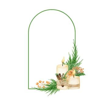 Cornice boho natalizia con rami di pino, candela, stecca di cannella, anice stellato, arancia.