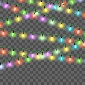 Luci natalizie luminose, set di ghirlande natalizie colorate, decorazioni festive. lampadine a bagliore di vettore su stringhe di filo