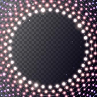 Luci bianche luminose di natale sulla corona. cerchio con ghirlanda realistica su sfondo rosso