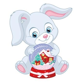 Coniglietto di natale con snow globe su sfondo bianco