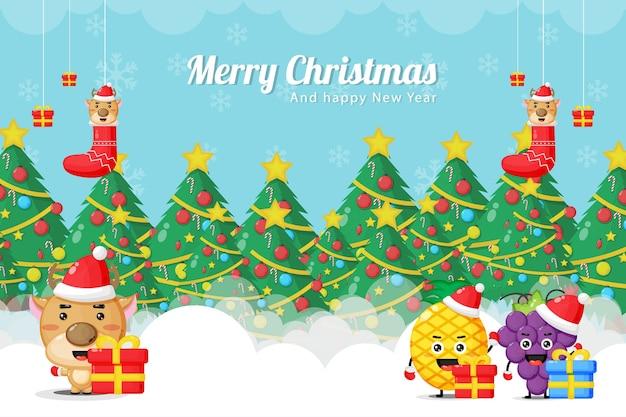 Cartolina di natale con simpatiche mascotte di renne, ananas e uva in costumi natalizi