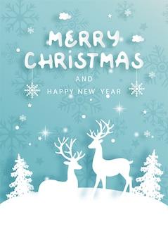 Cartolina di natale con le renne e l'albero di natale scena invernale nell'illustrazione di vettore di stile del taglio della carta