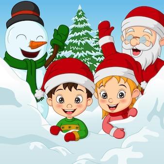 Festeggiamenti di natale con bambini pupazzo di neve e babbo natale