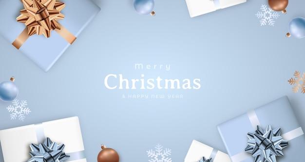 Modello di design natalizio con decorazioni invernali su sfondo azzurro