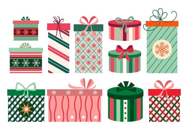 Accumulazione dei contenitori di regalo di natale, isolata su bianco