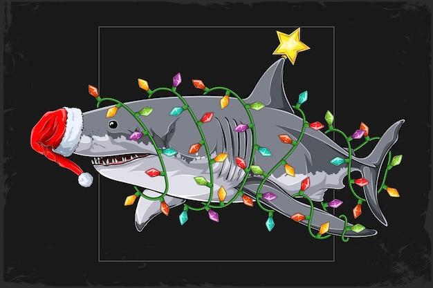 Natale grande squalo bianco che indossa il cappello di babbo natale e circondato dalle luci dell'albero di natale