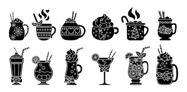 Insieme della siluetta della bevanda calda di natale. bevande differenti del fumetto piano nero glifo. tazze carine per vacanze cacao caldo, caffè, latte e vin brulè. bevande di capodanno decorate con agrifoglio, caramelle. illustrazione