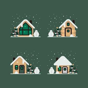 Casa di natale nella neve invernale, completa di decorazioni con albero di pino e pupazzo di neve in giardino.