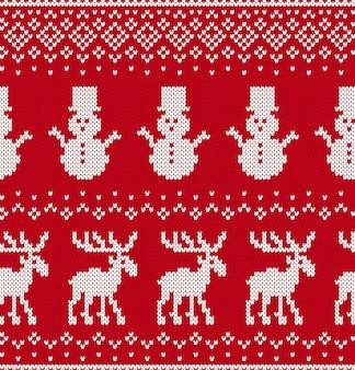 Ornamento geometrico lavorato a maglia di natale con alci e pupazzi di neve in fila.