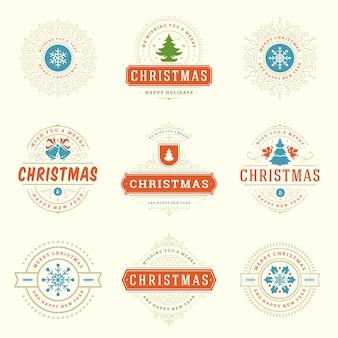 Insieme di elementi di etichette e distintivi di natale. buon natale e felice anno nuovo augura oggetti di decorazione tipografica retrò per biglietti di auguri ornamenti vintage.