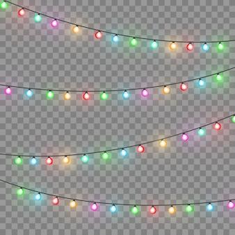 Luci di natale. ghirlanda di natale luminosa colorata. ghirlande di colori, lampadine bagliore rosse, gialle, blu e verdi. led illuminati al neon su sfondo trasparente. illustrazione vettoriale