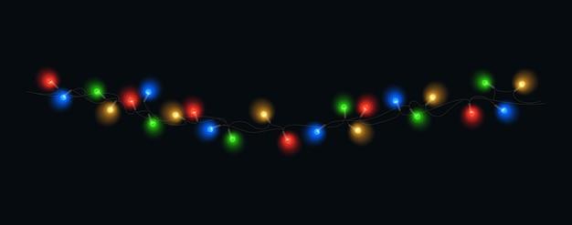 Le luci di natale hanno isolato le lampadine d'ardore di vettore della ghirlanda di natale variopinta sulle stringhe del cavo